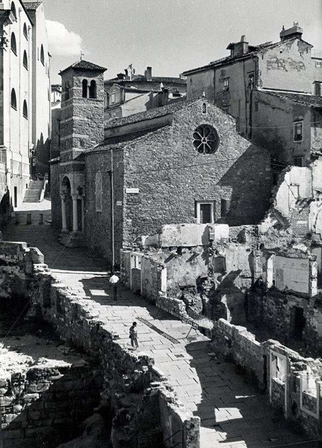 Piazzetta San Silvestro e via del Collegio